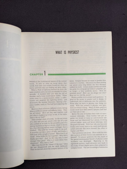 Chapter one inside a 1960 copy of Physics - Physical Science Study Committee - First Edition