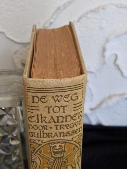 1935 De Weg tot Elkander by Trygve Gulbranssen - third book of the trilogy - First Edition - head of spine