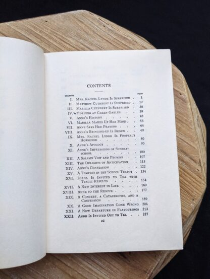 1948 copy of Anne of Green Gables by Montgomery published by Ryerson Press - Table of Contents page 1 of 2